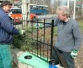Kerítésfestés az Eötvös parkban. 2008. március 28.