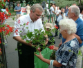 Musakátli-osztás a biopiacon. 2007. június 16.